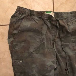 Anthropologie Pants - Super cute nwot Anthropologie camo joggers XL